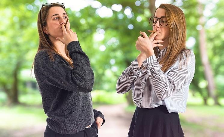cannabis smoking twin girls